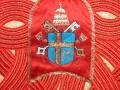 Particolare dello stemma della Casula di Giovanni Paolo II